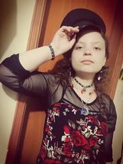 IMG_20170402_184644 (josespektrumphotography) Tags: gotica mujer niña linda hermosa rosas interior planonedio planomedió collarluna crespa quepiz josespektrumphotography