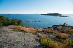 Läntinen käärmeluoto (JarkkoS) Tags: 2470mmf28eedafsvr boat boating d800 finland helsinki läntinenkäärmeluoto suomenlahti espoo uusimaa fi sea landscape sky beach rock island