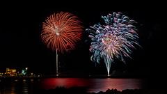 Fuegos artificiales (Carpetovetón) Tags: nocturna fuegos fuegosartificiales fiestas fireworks costa cantábrico puerto pueblo composición cosoblanco nikond610 tamron2875 castrourdiales cantabria españa