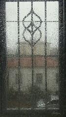 Piove (Aellevì) Tags: pioggia temporale vetri finestra inferriata casa tetto park gocce aellevì