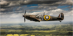 Duxford Wing to Wing  2017_003 (Anthony Britton) Tags: canon5dmk4 2470canonllens duxford wingtowing spitfire