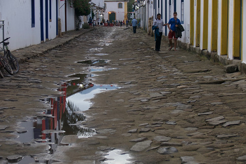 brazil-paraty-wet-street-copyright-pura-aventura-thomas-power