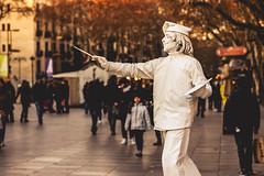 Barcelona (Aicbon) Tags: verde barcelona barna ramblas rambles estatua humana human humano persona señor people street bokeh atardecer sunset winter canon spain catalonia catalunya