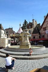 Photo, place François Rude (RarOiseau) Tags: dijon côtedor ville place rude