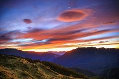 石門山晨曦(Morning glow @ Mt.Shih Men)。 (Charlie 李) Tags: 5d3 canon light clouds sunrise morning mountain hiking mtshihmen 台灣 秀林鄉 花蓮縣 三角點 合歡山 石門山 百岳