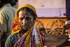 BADAMI: AU MARCHÉ (pierre.arnoldi) Tags: inde india pierrearnoldi badami karnataka aumarché portraitdefemme portraitsderue photoderue photooriginale canon