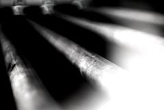 Ganz leise kommt die Nacht - Very Quiet Comes The Night (Bernd Kretzer) Tags: rohre tubes schwarzweiss blackwhite abstrakt abstract bokeh minoltamdrokkor50mm117