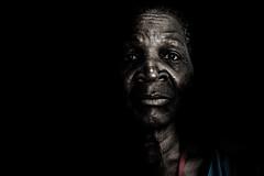 Foto- Arô Ribeiro - (Arô Ribeiro) Tags: poesia terceiraidade fotografia beleza pretoebranco amor