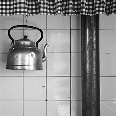 kettle (RobertsNL) Tags: 7daysofshooting week51 stilllife blackandwhitewednesday