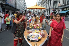 London Ratha Yatra 2017 - Sunday 18th June - Hyde Park Corner to Trafalgar Square - IMG_3537 (DavidC Photography 2) Tags: hare krishna krsna temple london england uk iskcon internationalsocietyforkrishnaconsciousness international society for consciousness spring sunday 18 18th june 2017 ratha yatra rathayatra rath festival chariots jagannath baladeva subhadra 49th 49 hyde park corner trafalgar square piccadilly circus rathayatracouk wwwrathayatracouk ratheatra cart chariot rathas carts national gallery st martininthefields lion statue statues fountains nelsons column streets procession carnival free vegetarian food prasadam