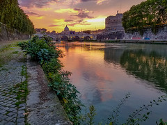 Sunset near the Vatican city (Silence in the Wind) Tags: roma rome italy travel sunset sun sky orange water river riverside europe