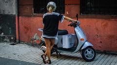 todo a punto (mariano sánchez gª. del moral) Tags: asturias españa gijon adoquines callejeando casco chica colores deespalda depie moto piernas pies robado rojo suelos urbana vespa