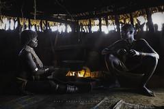 Casa Hamer en Dembayte, cerca de Turmi. Omo Valley, Etiopía. (Raúl Barrero fotografía) Tags: hamer hamertribe tribe tribu etiopia eti ethiopia turmi village travel family portrait home