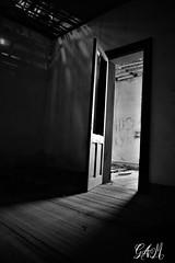 Salida (micaelagallialcazar) Tags: oscuridad miedo soledad abandonado hospital puerta abre salida negro blanco sombra