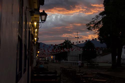 brazil-paraty-pink-sky-copyright-pura-aventura-thomas-power