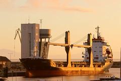 2017-06-29 20.26.41 (anyera2015) Tags: ceuta canon canon70d amanecer puerto barco