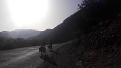 Trans Atlas!!! (L C L) Tags: ouirgane ijoukkak morocco marruecos ruta route bicicletas javi nacho amanecer sunrise riding bikes loretocantero atlas montañas siluetas silouettes lcl 2017 carretera road alforjas