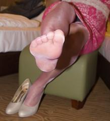 IMG_4338.jpg (pantyhosestrumpfhose) Tags: pantyhose strumpfhose strümpfe struempfe stockings tights collant sheers pantyhoselegs pantyhosefeet nylonlegs nylonfeet legs feet shoe schuhe beine