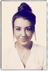D3574-SARA (Agosto, 2016) (Eduardo Arias Rábanos) Tags: retrato portrait nikon d300 chica girl mujer woman joven retratofemenino femaleportrait eduardoarias eduardoariasrábanos estudio study cara face rostro mirada look moño ojos eyes virado bun