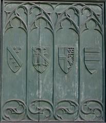 behind the green door (2) (canecrabe) Tags: vert portail porte église saintlaurent ogive gothique lepuyenvelay hauteloire