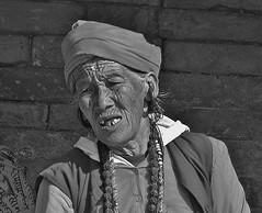 """NEPAL, Pashupatinath, Zu den Hindutempeln und Verbrennungsstätten,  Eine fremde Welt, 16315 (roba66) Tags: reisen travel explore voyages roba66 visit urlaub nepal asien asia südasien kathmandu pashupatinath """"pashu pati nath"""" """"pashupati """"herr alles lebendigen"""" tempelstätte hinduismus shivaiten tempel verehrungsstätte shiva tradition religion menschen people leute frau woman portrait lady portraiture face gesicht blackwhite bw sw branco negro blackandwhite blancoenero blancoynegro monochrome byn bretoebranco einfarbig schwarzweis"""