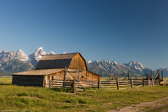 Mormon Row - John Moulton Barn (Jeff_B.) Tags: wyoming yellowstone jackson jacksonhole grandteton nationalpark america usa mormonrow bar sun sunlight warm