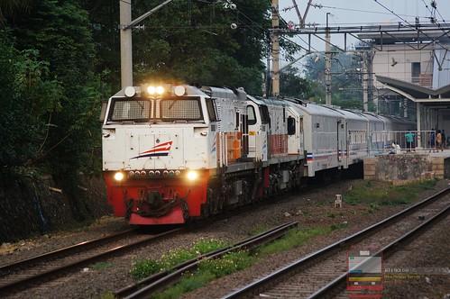 CC 206 and CC 201 hauling Bogowonto; Bulak Kapal/East Bekasi