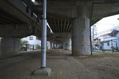 20170626_DP0Q1797-SFD (NAMARA EXPRESS) Tags: street underbridge bridge pillar pole concrete construction structure scribble tripod sfd superfinedetail daytime summer cloudy outdoor color spp spp653 foveonclassicblue toyonaka osaka japan foveon x3 sigma dp0 quattro wide ultrawide superwide namaraexp