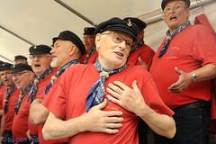 K heb heel mijn hart verpand (Don Pedro de Carrion de los Condes !) Tags: donpedro d700 straat shanty festival hattem zangers expressief handen gebaar koor kajuitzangers putten