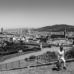 03i0617 (photo & life) Tags: italia italie europe jfl photography photolife™ fujifilm fujinon fujifilmxpro2 14mm fujinonxf14mmf28r france paris squareformat squarephotography noiretblanc blackandwhite humanistphotography street streetphotography florence firenze