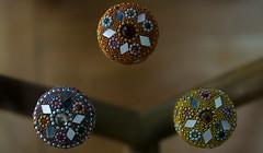 ADORNOS - ORNAMENTS (jpi-linfatiko) Tags: nikon d5200 sigma1770 adornos ornaments brillos espejos mirrors miniatures miniaturas pastilleros