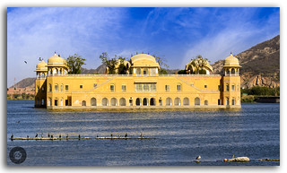 The majestic Jal Mahal surrounded by the lake and the Aravallis