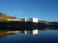 Teatro Municipal Christiane Riêra (Samila Carvalho) Tags: teatro céu sky blue ceu itajubá suldeminas sul lago itajuba minas gerais rio água