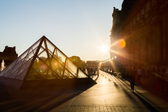 Golden backlight (Rainer D) Tags: 2017 paris îledefrance frankreich gold golden backlight louvre france lamps people stars outdoor travel iso100 blur