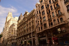 Gran Vía. Madrid (Carlos Viñas-Valle) Tags: granvia solitaria amanacer