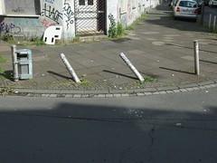 In die Kurve gelegt (mkorsakov) Tags: dortmund nordstadt hafen poller kurve curve umgefallen tumbled wtf