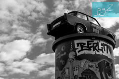 "Automóvil ""Trabant"" (Berlín / Alemania) (jsg²) Tags: berlin berlín deutschland alemania jsg2 fotografíasjohnnygomes johnnygomes fotosjsg2 unióneuropea europa europe ue europeanunion postalesdelmusiú germany federalrepublicofgermany bundesrepublikdeutschland easterngermany repúblicademocráticaalemana deutschedemokratischerepublik ddr rda guerrafría berlíneste germandemocraticrepublic gdr coldwar trabant vebsachsenringautomobilwerke trabbi"