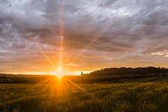 Sonnenstrahlen (SonjaS.) Tags: herrenberg sonnenuntergang sunset wolken strahlen licht schlossberg badenwürttemberg sonjasayer goldenestunde golden hour goldenhour