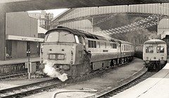 Crew change (Lost-Albion) Tags: d1062 class52 westerncourier bristol 1974