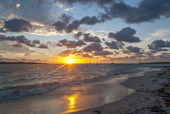 2017-04-22_05-54-50 Liquid Gold (canavart) Tags: sxm stmartin stmaarten fwi caribbean sunrise dawn orientbeach orientbay beach morning