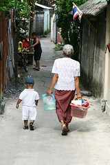 walking with grandma (the foreign photographer - ฝรั่งถ่) Tags: little boy grandma basket walking khlong thanon bangkhen bangkok thailand canon kiss