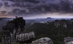 Ein fantastischer Morgen (Rico Richter) Tags: rathen bastei elbsandsteingebirge lilienstein pfaffenstein festung königstein nebel honigsteine feldsteine felsen klettern wolken morgen blaue stunde sonnenaufgang elbe mönchsfelsen steinschleuder