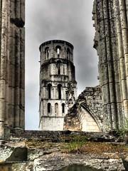 """""""Verwahrungsort"""" Tassilo III (gunarimfocus) Tags: abbaye jumieges normandie klosterruine ruine schönsteruine historisches geschichte architekturdenkmal"""