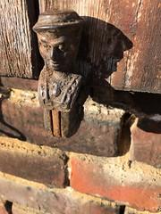 tête de volet (jacobine2010) Tags: crochet volet tête chapeau fer brique rouille
