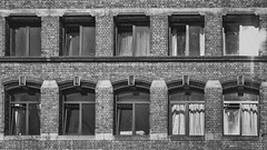 Windows and Bricks (grobigrobsen) Tags: liverpool merseyside england uk britain street streetphotography city urban bricks architecture blackandwhite schwarzweiss bw sw