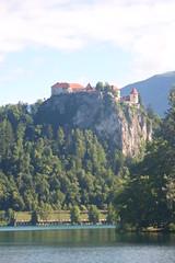Castle, Lake Bled, Slovenia (Ruth&Michiel) Tags: castle kasteel klif clif slovenië slovenia bled meer rocks rock rotsen rots