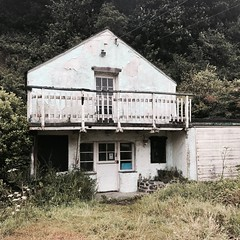 Derelict beach cafe, Porthallow (naebc28) Tags: iphone seaside cornwall dereliction swcoastpath porthallow