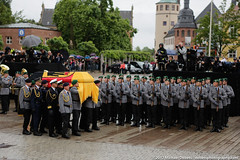 Germany: Funeral mass held in Speyer for former Chancellor Helmut Kohl (mdebets) Tags: bundeswehr cathedralsquare domplatz europe federaldefenceforcesofgermany germany helmutkohl rhinelandpalatinate speyer coffin deathofhelmutkohl formergermanchancellor funeral funeralmass military politics recentdeath requiem soldiers deu