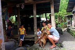 Samoa - I was also invited in to meet this family (famkefonz) Tags: samoa samoanfamily samoanvillage house dogs teens littlestories picswithsoul children