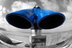 eingebläut... (diezin) Tags: ausblick ausserirdische aussichtspunkt bastelei basteln blau coin coinoperatedtelescope diezin experiment fernglass fischauge flickr fotomontage frankreich galaxy gesicht gucki icu iphone münzteleskop merslesbains monster montage olloclip operated outdoor roboter schwazweisfarbe sehenswürdigkeit telescope